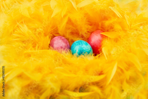 Fototapeta Close-up Of Easter Eggs On Yellow Feathers obraz