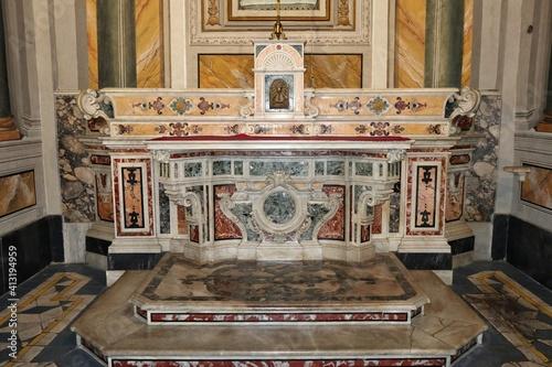 Fotografija Napoli - Altare laterale destro della Chiesa di San Ferdinando