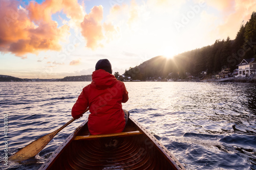 Canvas-taulu Adventure Man on a wooden canoe is paddling in the ocean