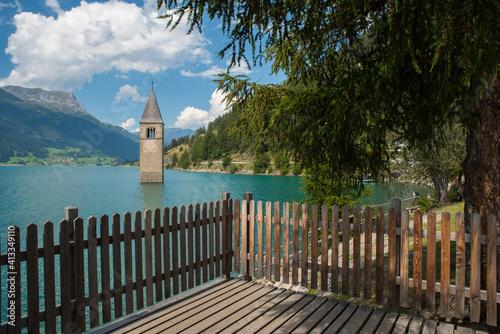 Fotomural Lago di Resia con il campanile sommerso