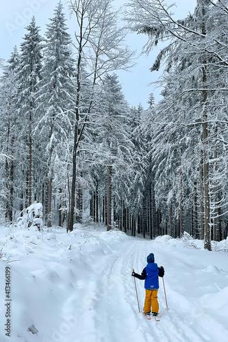 Kind fährt Langlauf im Thüringer Wald © Henry Czauderna