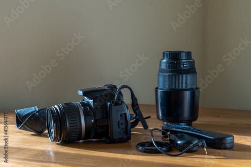 Fotografía SLR camera with kit lens, zoom, self-timer