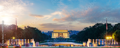 Obraz Lincoln Memorial on sunset. Seen from National Mall, Washington DC, USA. Long exposure photography. - fototapety do salonu