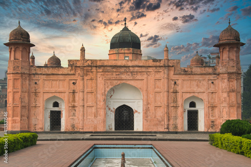 Obraz na plátně Lalbagh Fort is a 17th century Mughal fort complex that stands before the Buriga