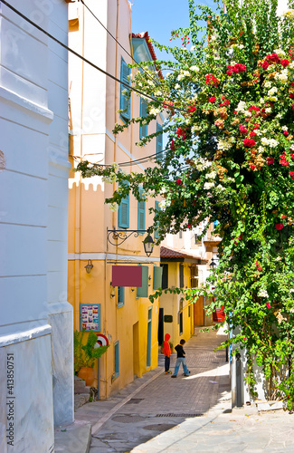 Tela The colorful bougainvillea flowers in old town of Nafplio, Greece