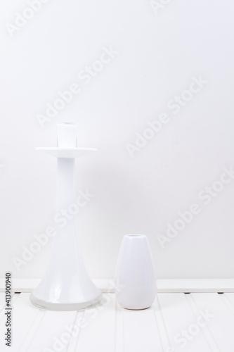 Fototapeta Świecznik biały szklany na białym tle obraz