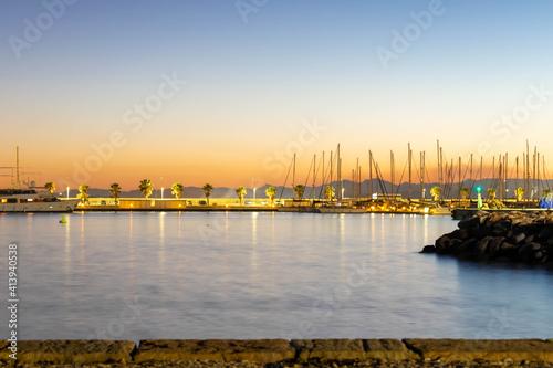 atardecer en el puerto de Burriana con barcos y palmeras de fondo ,Castellón de la plana ,España