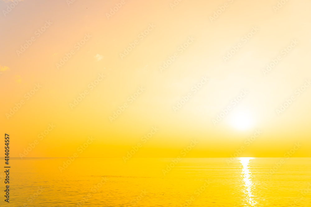 Fototapeta Beautiful tropical beach sea ocean at sunrise or sunset
