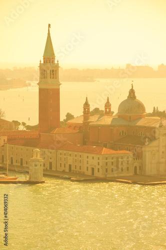 Fotomural San Giorgio Maggiore island in golden sunlight rays