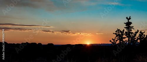 Fototapeta premium Panoramic shot of beautiful sunset over a field in Santa Fe, New Mexico
