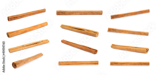 Fotografía Set with aromatic cinnamon sticks on white background, banner design