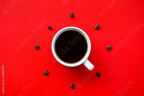 Black coffee cup on red background with Coffee beans arrang as forming clock fac Fotobehang