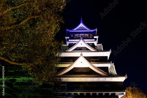 Photo 城 夜空 宮廷 ライトアップ 美しい夜空を背景に城のライトアップ風景 日本 熊本県熊本市 熊本城2020年12月撮影 castle night sky cour