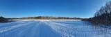panoramic photo of a frozen forest lake // panoramiczne zdjęcie zamarzniętego leśnego jeziora