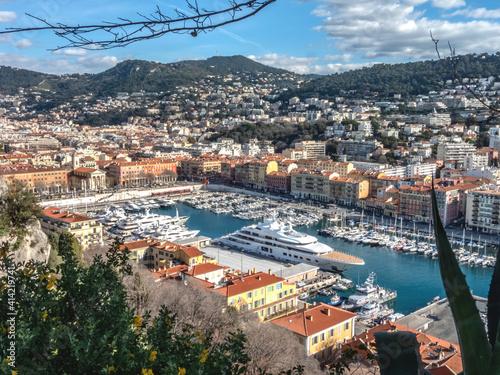 yachts et bateaux à quai dans le port Lympia à Nice sur la Côte d'Azur
