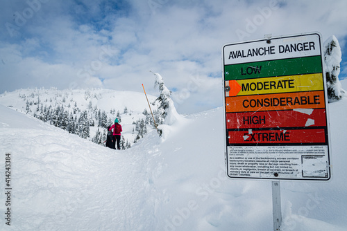 Fotografija Avalanche sign on ski resort