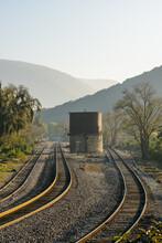 Amanecer Sobre Las Vías Del Tren