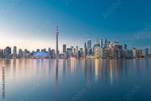 Fototapeta premium Toronto city skyline at night, Ontario, Canada