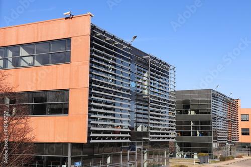Fotografie, Obraz Immeubles de bureaux modernes dans le parc d'activités nommé Ilena Park, ville