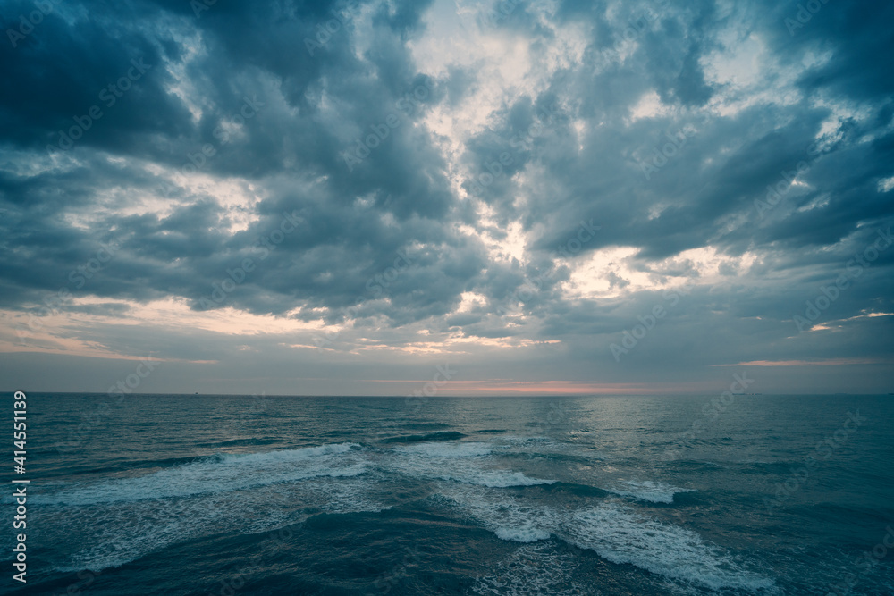 Fototapeta Ocean Dramatic Seascape Panorama in cloudy day, endless sea view till horizon.
