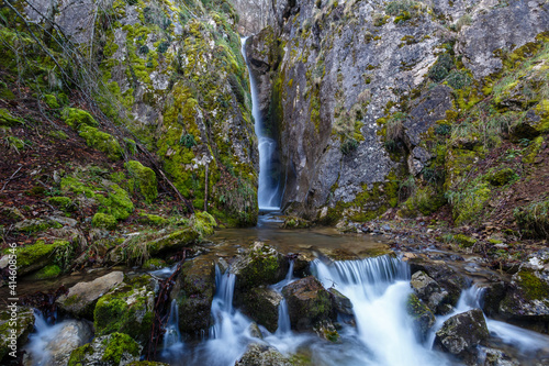 Beautiful and elevated waterfall between the rocks in the Arroyo de Arbalejos, Cabornera, León, Spain. © LFRabanedo