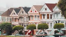 Casas  Victorianas Típicas De San Francisco, California, Pinted Ladies En El Barrio De Haight Ashbury