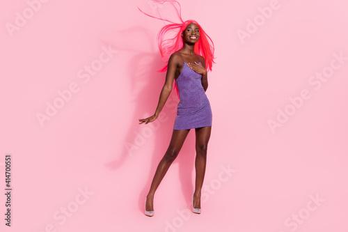 Obraz na płótnie Full size back photo of optimistic nice pink hairdo lady stand wear purple dress