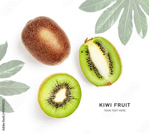 Photo Fresh kiwi fruit composition and creative layout.