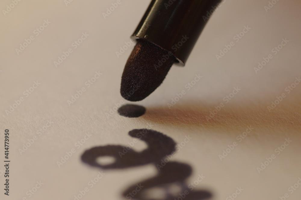 Obraz Grafologia i nauka pisania. Badanie pisma ręcznego. Pisanie piórem i długopisem. badanie podpisu dla sadu. Kryminalistyczne badanie pisma. fototapeta, plakat