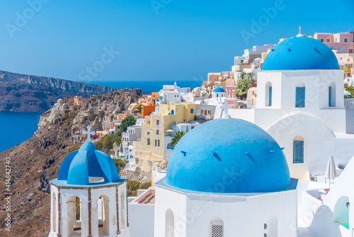 Canvas Churches and blue cupolas of Oia town at Santorini, Greece