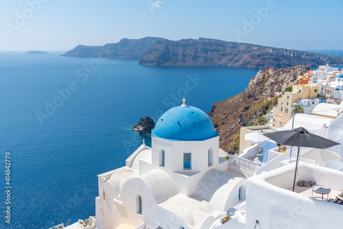 Foto Churches and blue cupolas of Oia town at Santorini, Greece