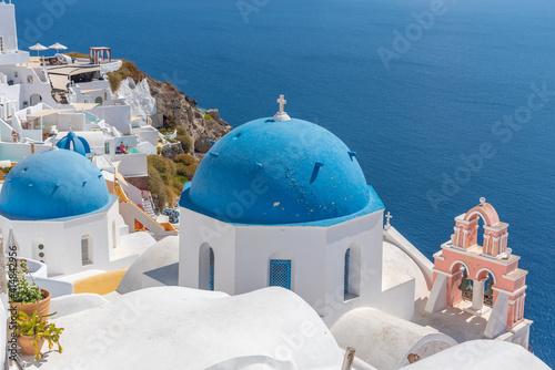Fotografia, Obraz Churches and blue cupolas of Oia town at Santorini, Greece
