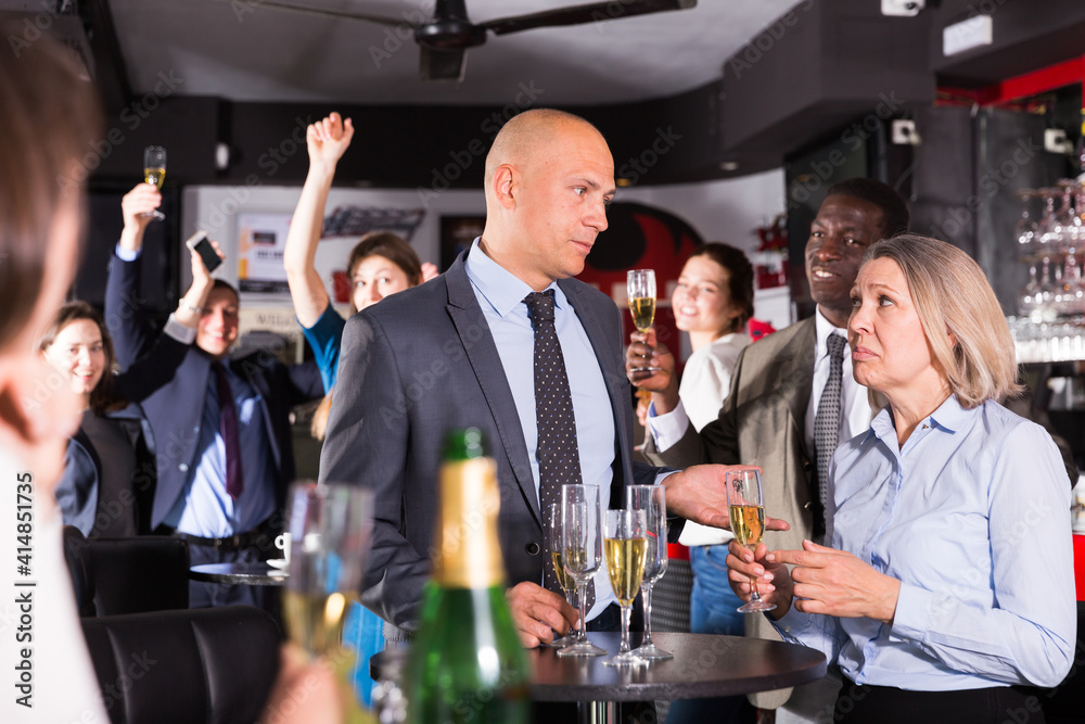 Fototapeta Upset mature woman having unpleasant conversation with her boss during corporate bar party..