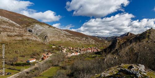 Valley and town of Cabornera de Gordón, León, Spain. © LFRabanedo