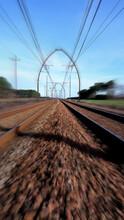 Fotografische Aufnahme Zwischen Den Gleisen Einer TGV Eisenbahnstrecke In Frankreich.