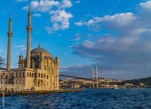 Obraz na plátně The Ortakoy Mosque and the 15th July Martyrs Bridge on the Bosporus in the area