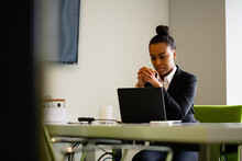 Young Businesswoman Sales Consultant Chatting In Modern Business Office
