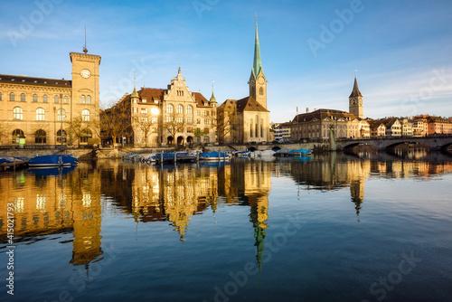 Cuadros en Lienzo Zurich city's historical Old town facing Limmat river, Switzerland