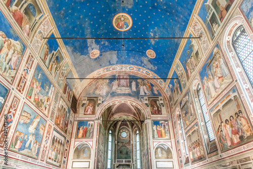 Canvastavla Italy, Padua, Scrovegni Chapel with frescoes painted by Giotto in the 14th centu