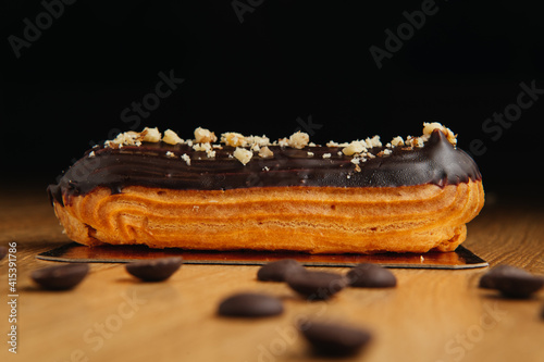 Stampa su Tela Traditional french eclair with chocolate