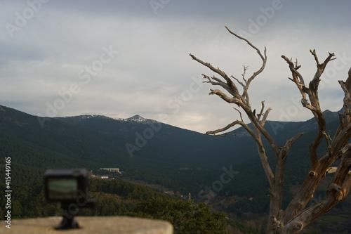 Obraz krajobraz góry drzewa niebo las  - fototapety do salonu