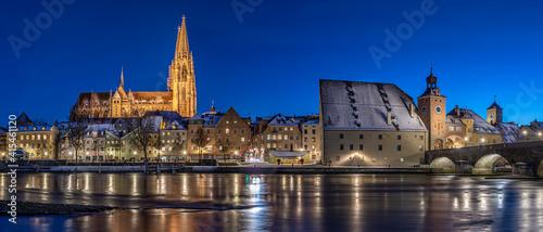 Fotografia, Obraz Regensburg an einem Winterabend mit dem Dom St