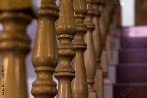 Fotografía wooden balusters on stairs indoors, selective focus
