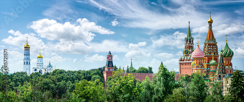 Canvas Panoramic view of Moscow Kremlin and St Basil's Cathedral, Russia