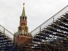 Konstrukcje Sceny, Rusztowania Na Tle Kremla W Moskwie Na Placu Czerwonym, Rosja