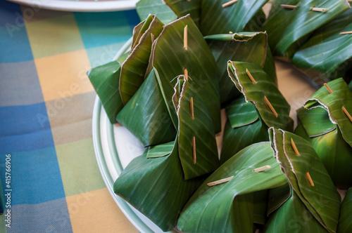 Custard dessert wrapped in leaves Fototapet