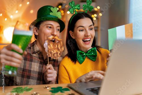 Fototapeta premium couple celebrating St. Patrick's Day