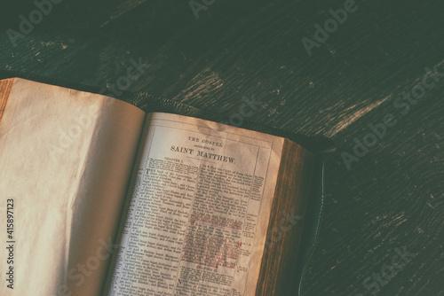Obraz na plátne Image of an open bible at epistle after Matthew