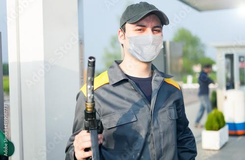 Obraz na plátně Masked gas attendant, covid coronavirus work concept
