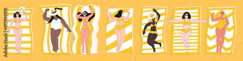Plump, curvy woman in swimming suit sunbathing on beach Fototapete